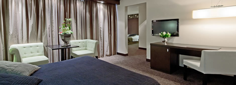 Relaxing and enjoying  our spacious rooms - Hotel Emmeloord