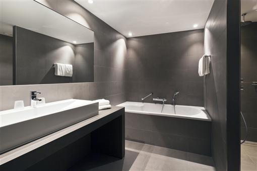 Superior room van der valk hotel dordrecht - Outs badkamer m ...