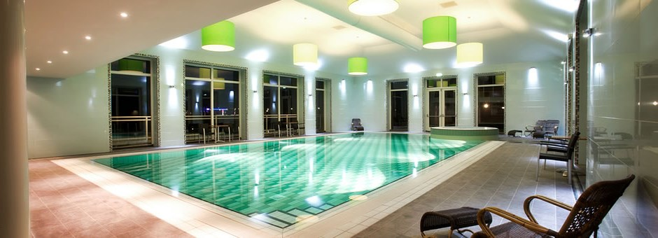 Take a  dip in  the warm water - Hotel Emmen