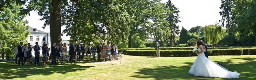 Ceremonie in de tuin
