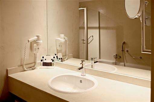 Comfort kamer met bad en douchecabine hotel de gouden leeuw - Kamer met bad ...