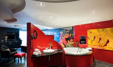 Moulin Rouge Suite