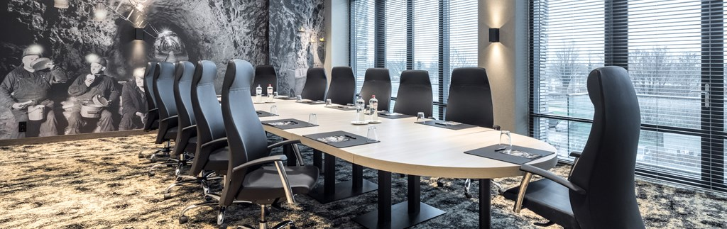 6 multifunctional conference rooms
