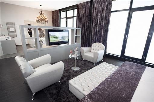 Bruidssuite hotel middelburg - Ligbad in het midden van de kamer ...
