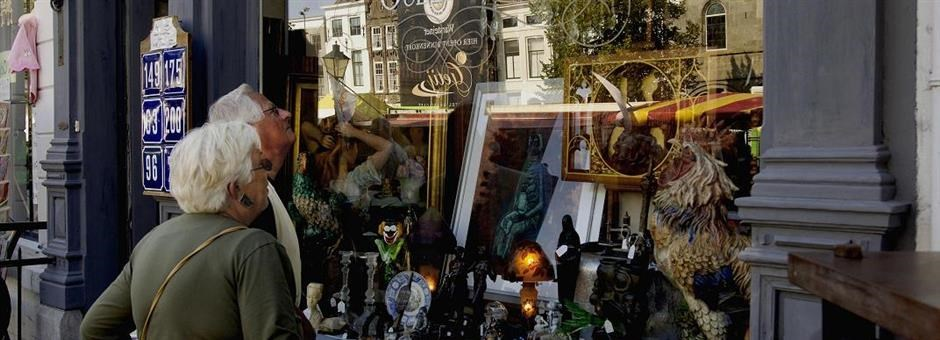 Various antique shops - Hotel Middelburg