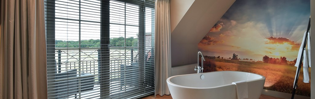 A bubble bath with beautiful views over the nature reserve
