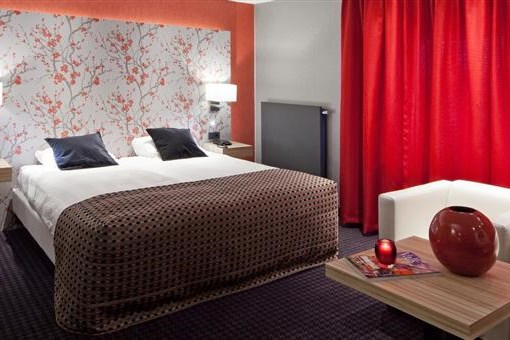 behindertengerechtes zimmer van der valk hotel akersloot. Black Bedroom Furniture Sets. Home Design Ideas