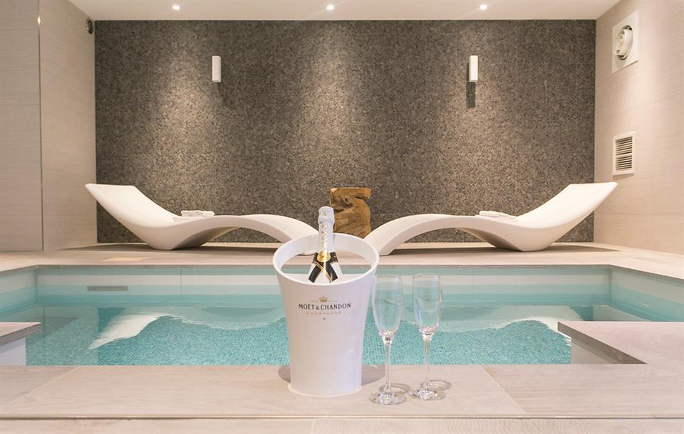 Zwembad suite hotel akersloot a9 alkmaar